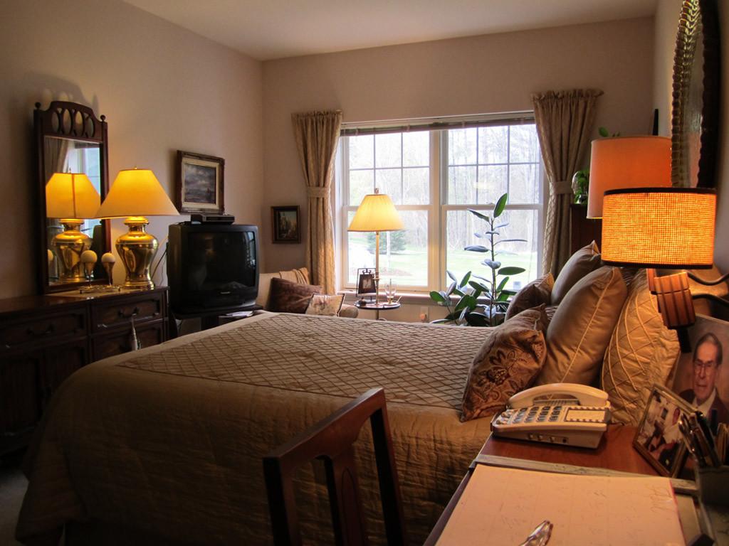 Master bedroom (one-bedroom with den unit)